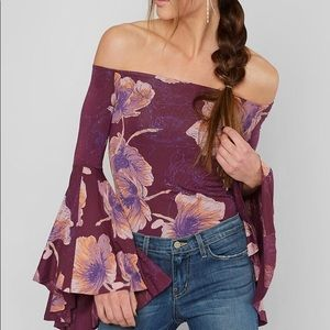 💜 FREE PEOPLE Off the Shoulder Flare Sleeve Top